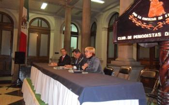 PRESENTAN LIBRO DE ROBERTO BADILLO, GENERAL DE DIVISIÓN DEM RETIRADO