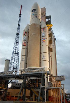 Ariane_5G_ready_to_lift_off_medium