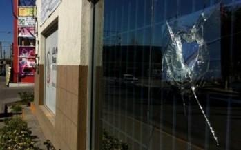 Apedrean oficinas de senadora en Juárez por su aval a la reforma hacendaria