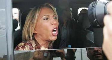 """Gobierno de Sinaloa impide que Laura Bozzo haga su """"show"""" con niña violada en una primaria."""