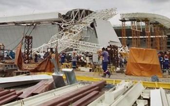 Mueren tres trabajadores al desplomarse techo del Estadio Mundialista en Brasil