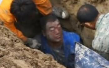 Agónico rescate de un trabajador atrapado por el lodo en China VIDEO