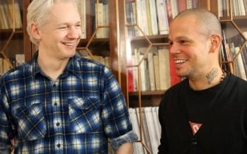 Calle 13 y Julian Assange en video