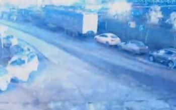 VIDEO Misterioso destello es registrado por camaras de seguridad en Moscú