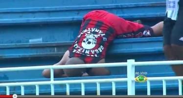 Se graba en video espectacular golpiza entre pamboleros en un estadio al sur de Brasil.