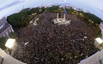"""Miles de españoles atienden al llamado a Rodear el Congreso en protesta por la """"Ley Mordaza"""""""