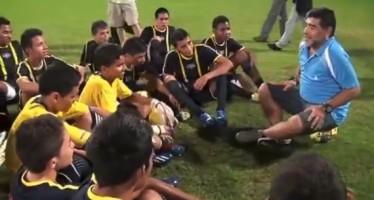 Mensaje de Maradona emociona a jóvenes futbolistas en Colombia VIDEO