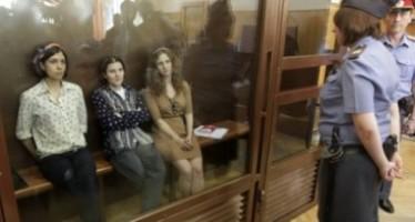 """""""Lo más difícil en la prisión es ver cómo destruyen a la gente""""  Aliójina de Pussy Riot. Anuncian proyecto para la defensa de los presos."""
