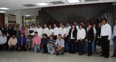 """Trabajadores de la UNACAR reciben certificados del programa  """"Disminución del Rezago Educativo"""""""