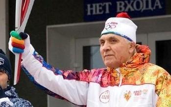 Fallece de paro cardíaco veterano que transportaba la antorcha de los Juegos de Sochi 2014