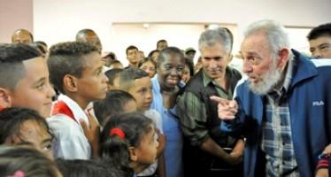 Reaparece Fidel Castro. Inaugura una escuela en La Habana después de casi siete años sin encabezar aperturas de obras en Cuba.