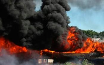 Continúa la violencia en Michoacán. Grupos de autodefensa bloquean carreteras y queman camiones en Parácuaro