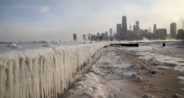 Estados Unidos vive una de las jornadas más frías de las últimas décadas. El frente polar ártico deja a 140 millones de estadounidenses en temperaturas bajo cero.