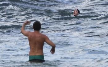 A punto de morir ahogada Anne Hathaway es rescatada por un surfista