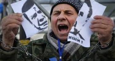 Parlamento en Ucrania logra la destituciòn del presidente Viktor Yanukóvich y la liberación de Yulia Tymoshenko.
