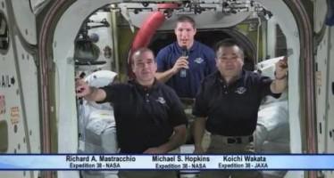 VIDEO Felicitan a Gravity desde el espacio exterior