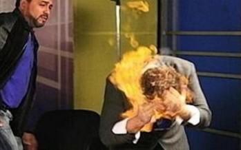 Se prende fuego y abraza a un político en un debate de TV en India