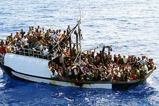 Cientos de embarcaciones cruzan cotidianamente el Mediterráneo, cargadas con inmigrantes que buscan su camino a Europa.