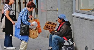EE.UU.: 33 ciudades prohíben dar comida a las personas sin hogar por cuenta propia