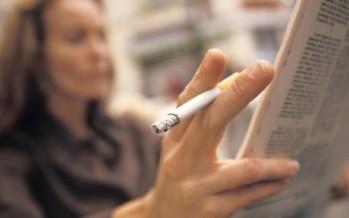 Tabaquismo en mujeres aumenta riesgo de padecer artritis reumatoide