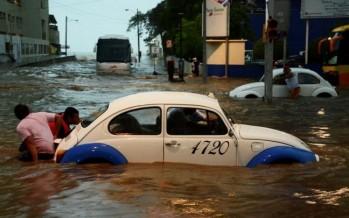 Afectaciones en Acapulco por tormenta; seguirán fuertes lluvias