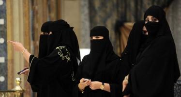 Mujer saudí regala a su marido una novia y un carro de lujo en compensación por su esterilidad