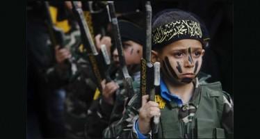 El Estado Islámico obliga a niños a ver decapitaciones y crucifixiones de 'infieles'