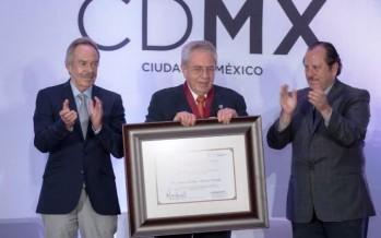 Galardona el Gobierno de la Ciudad a Jorge Carlos Alcocer con el  Premio Heberto Castillo Martínez 2014