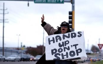 "Manifestantes sabotean ventas de ""Viernes Negro"" en Ferguson, EU"