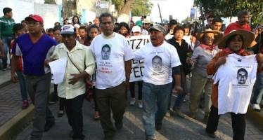 Arriban a Jalisco estudiantes y padres de familia de Ayotzinapa