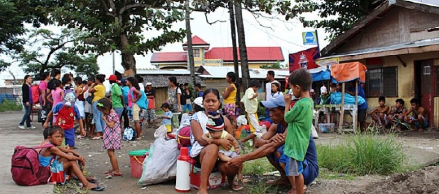 Miles dejan sus hogares ante cercanía de poderoso tifón en Filipinas