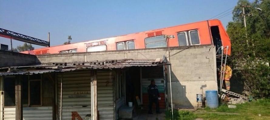 Descarrila tren del Metro en zona de talleres del Rosario