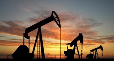 Cae precio del petróleo a un nivel inédito en cinco años