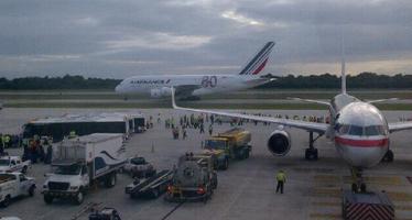 Aterrizó en el DF el avión comercial más grande del mundo