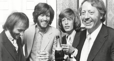 Murió Robert Stigwood, manager de los Bee Gees y Eric Clapton