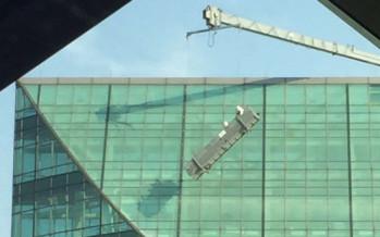 Rescatan de andamio inclinado en la Torre Mayor a tres trabajadores