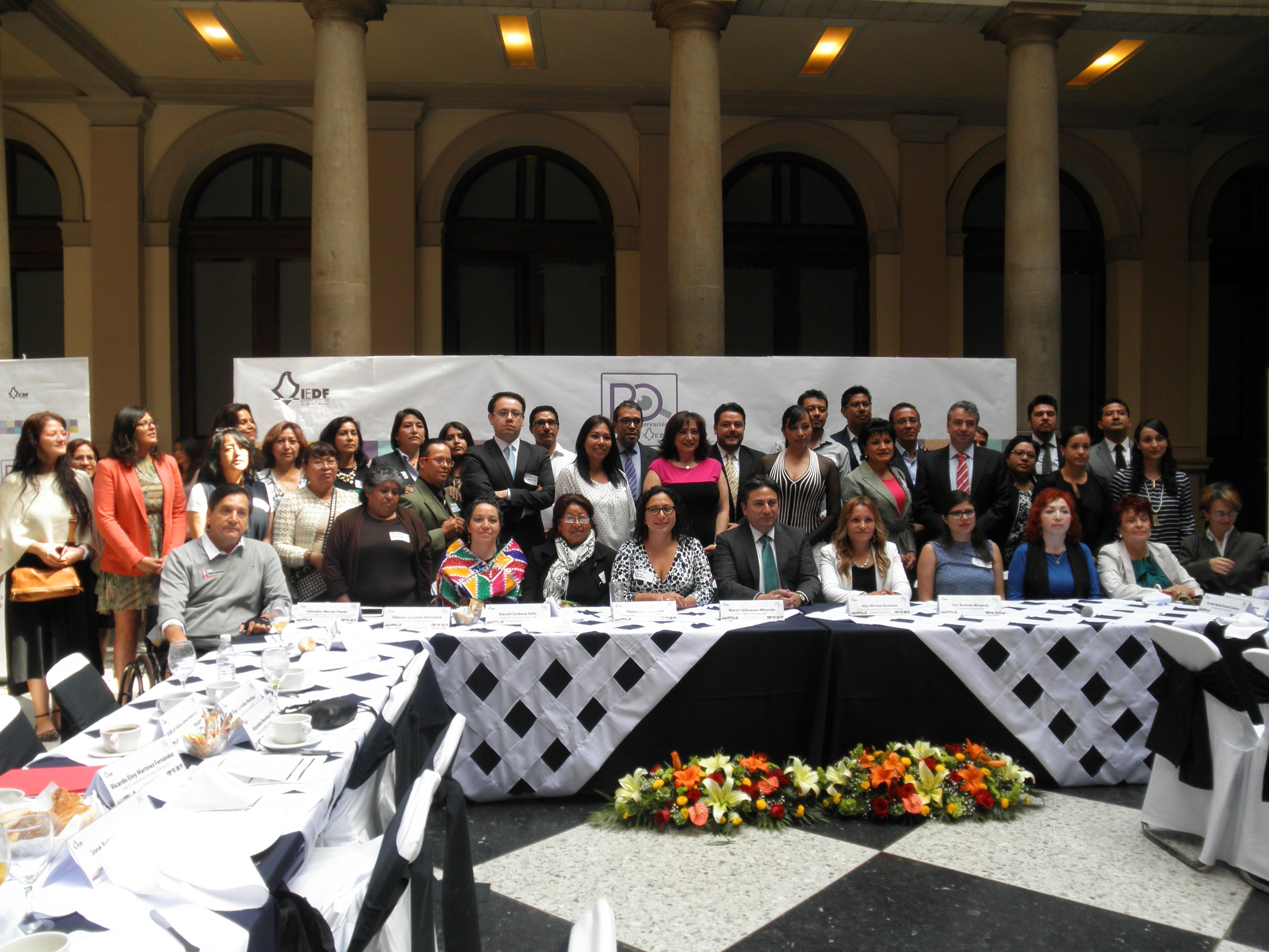 Participantes de la reunión de instalación de la Red de Observación del IEDF