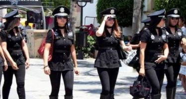 Mujeres policías acusan a jefe de policía de Querétaro de pasarles revista por sus atributos físicos