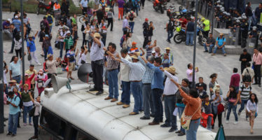 Protestan maestros en Chiapas, Oaxaca, Guerrero y Michoacán; bloquean carreteras