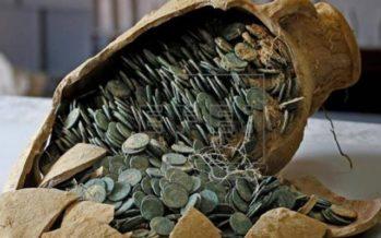 Hallan tesoro de 600 kilogramos de monedas romanas durante excavación