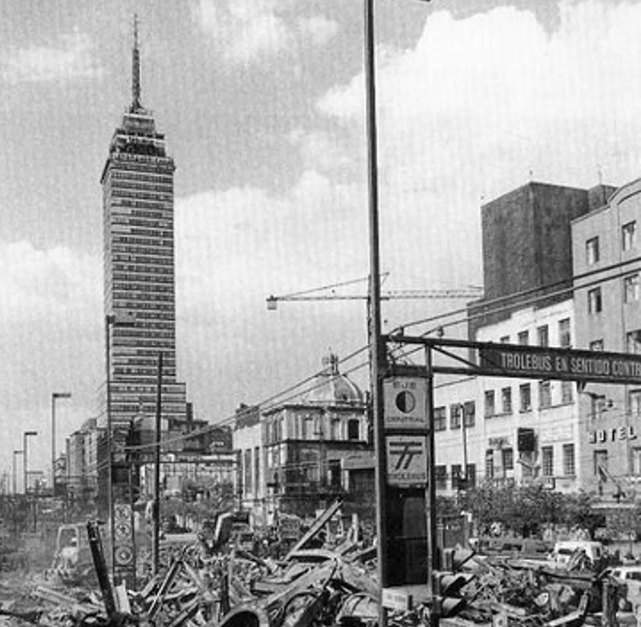 La torre subsistió a dos sismos; aquí está después del sismo de 1985