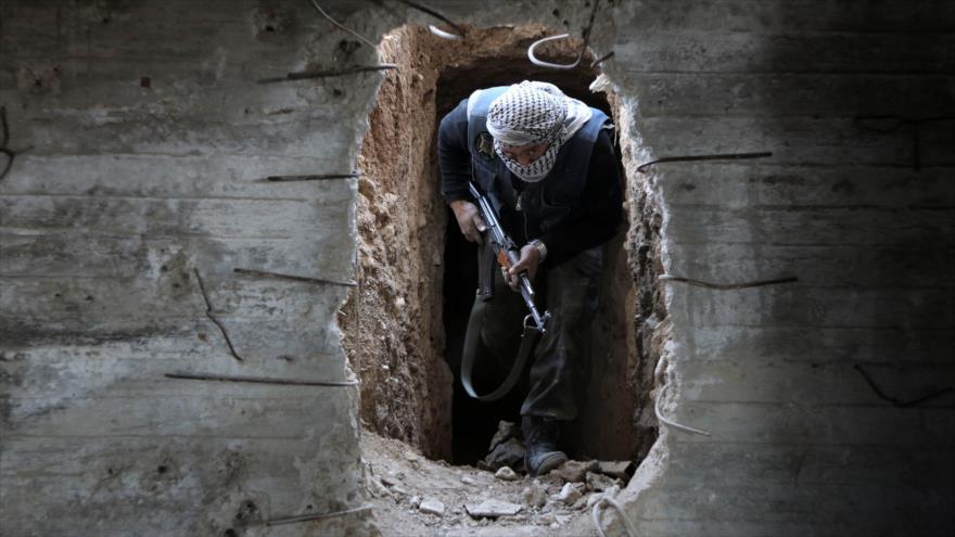 Una figura de alto rango de un grupo terrorista que opera en Siria realizó un viaje breve a EE.UU., y dado que pasó los difíciles controles de ese país, es seguro que entró con el parabién de las autoridades estadounidenses.