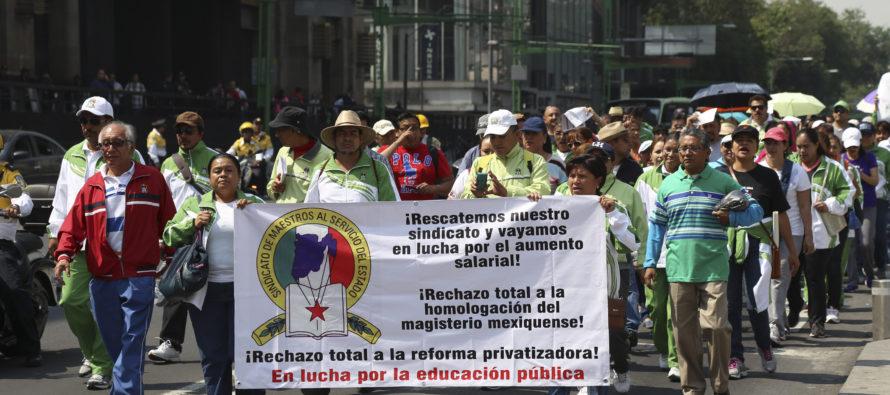 Protestas en varios estados por el Día del maestro