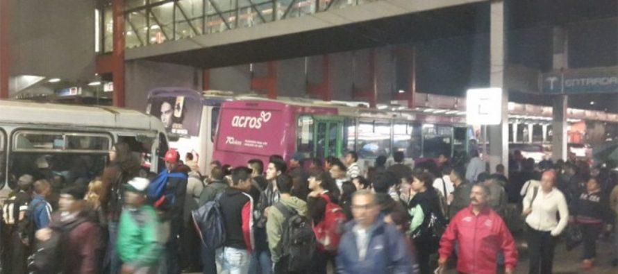 Por deslave, cierran estaciones del Metro de la línea 2