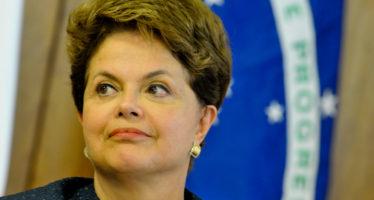 Dilma Rousseff vacía su despacho en víspera de votación que decide su destitución