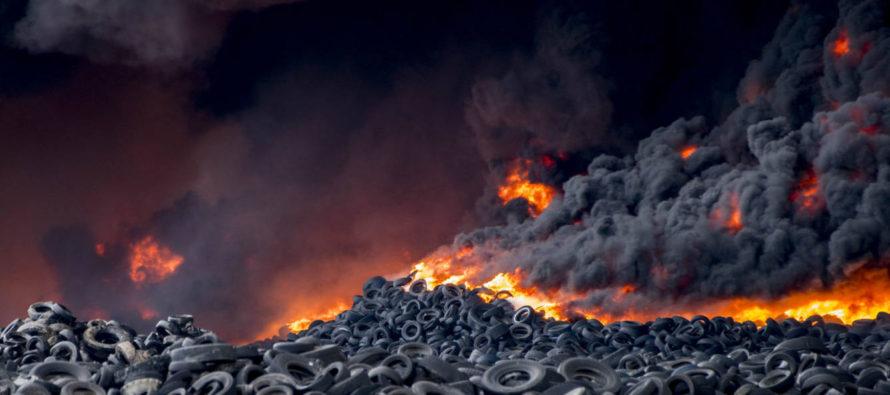 Se incendia cementerio de neumáticos en Seseña, España