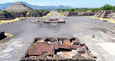 Hallan estelas y código simbólico en la Plaza de la Luna, en Teotihuacan