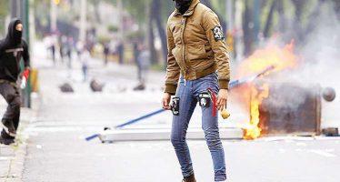 Bloquean y destrozan encapuchados Insurgentes Sur, en protesta por la violencia de Oaxaca