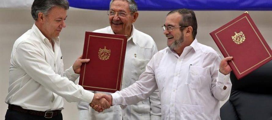 Firman histórico cese al fuego el gobierno colombiano y las FARC