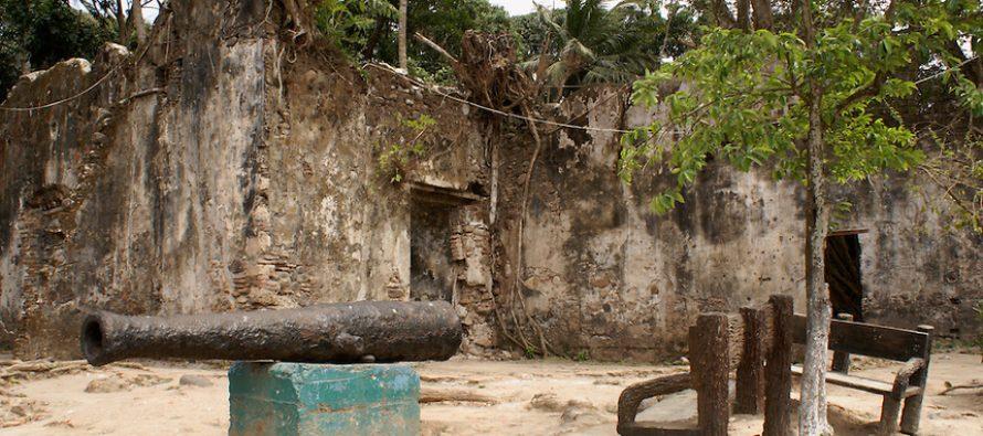 Vándalos, el tiempo y el abandono destruyen la Casa de Cortés, en La Antigua